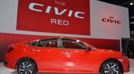 """Honda Civic trong """"bộ áo choàng"""" Rallye Red mới"""