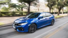 """Honda Civic 2018 chỉ """"uống"""" 3,5 lít nhiên liệu cho 100km"""